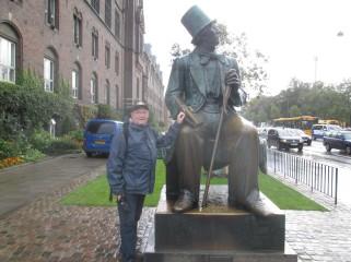 På tjukkasrunden stoppet vi ved HC Andersens statue